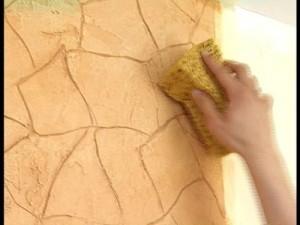 Создание штукатурной фактуры на стенах.